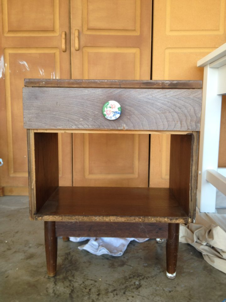 DIY: Old End Table From Yard Sale Gets a Modern Makeover
